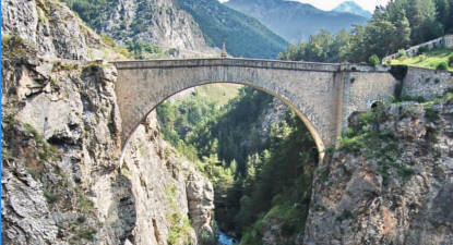 Saut à l'élastique à Briançon sur le pont d'Asfeld