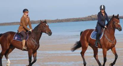 Promenade à Cheval sur la Plage vers Dinan