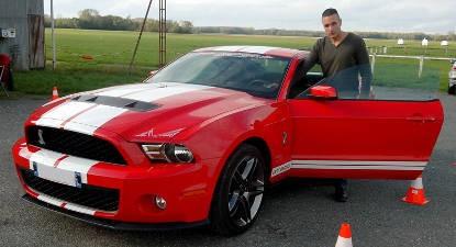 Pilotage sur Route en Mustang Shelby près de Auxerre