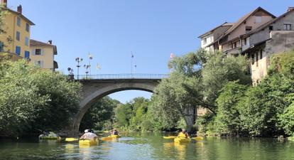 Descente en Canoë de la rivière Guiers près de Chambéry