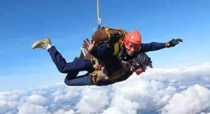 Saut en parachute tandem près de Châteauroux
