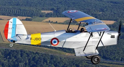 Baptême de l'air en avion biplan près de Beaune