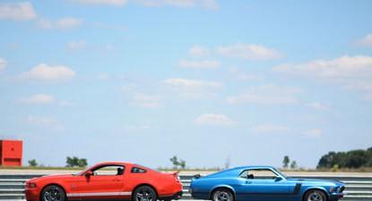Pilotage sur Route d'une Ford Mustang près de Melun