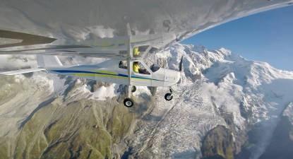 Pilotage d'un ULM au-dessus des Alpes