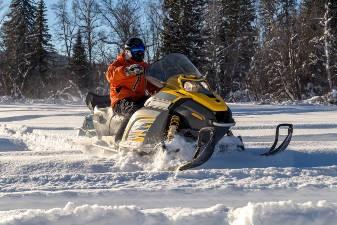 Randonnée en scooter des neiges et dîner à Toussuire en duo