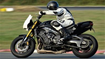 Pilotage d'une Yamaha FZ8 - Pôle Mécanique d'Alès