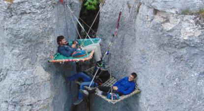 Nuit et repas en Bivouac suspendus dans le vide près de Dijon