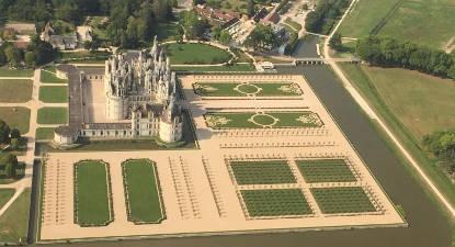 Baptême en hélicoptère - survol des Châteaux de la Loire depuis Tours