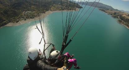 Vol en Parapente face au lac de Serre-Ponçon