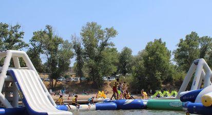 MultiActivités nautique ou parc aquatique au lac d'Arena près de Fréjus