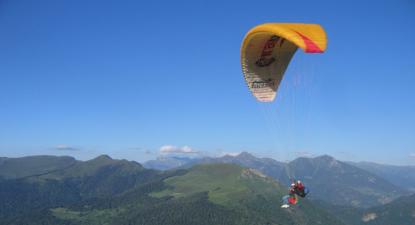 Baptême en parapente - vol au dessus de la vallée de Luchon