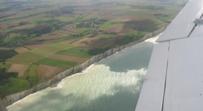 Initiation au pilotage d'avion léger au dessus de la côte Picarde depuis Eu