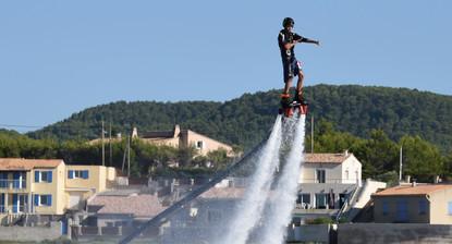 Flyboard sur l'Étang de Berre à proximité de Marseille