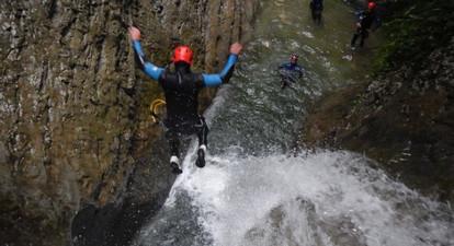 Canyoning dans le Massif du Vercors près de Grenoble