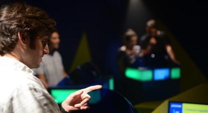 Participation à un Quiz Immersif dans un décor de jeu télé à Paris