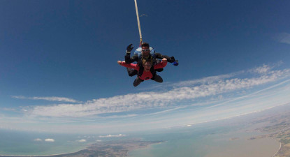 Saut en Parachute Tandem près de Rochefort et face à l'île d'Oléron