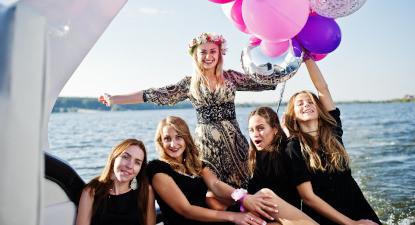 Balade en bateau et apéro sur le le lac du Bourget à Aix-les-Bains - EVJF