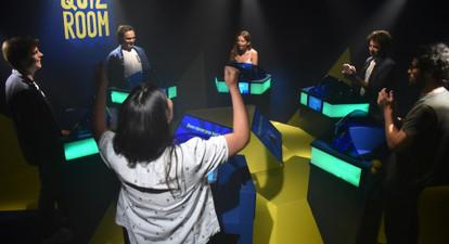 Participation à un Quiz Immersif dans un décor de jeu télé à Bordeaux