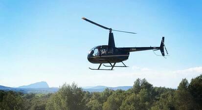 Vol et pilotage en hélicoptère au dessus de la Camargue