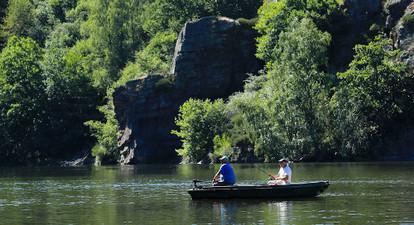 Location d'une barque à moteur près de Saint Flour