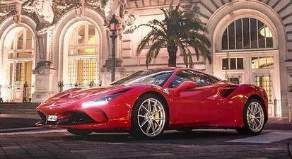 Baptême ou pilotage sur route en Ferrari F8 Tributo à Tours