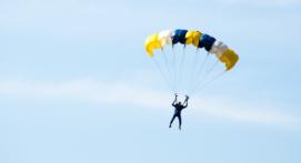 Saut en Parachute avec ouverture automatique à Dijon en bourgogne