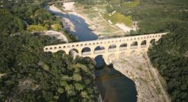 d Baptême en Hélicoptère - Vol à la découverte du Pont du Gard