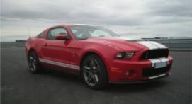 Pilotage sur Route d'une Ford Mustang près d'Étampes