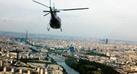 Vol en hélicoptère pour survoler Paris et Versailles