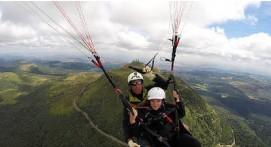 Vol Acrobatique en Parapente à Clermont-Ferrand