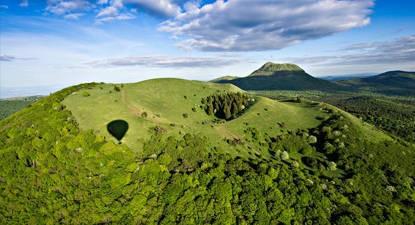 Survol des Volcans d'Auvergne en Montgolfière