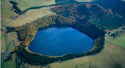 Survol en hélicoptère des Volcans d'Auvergne