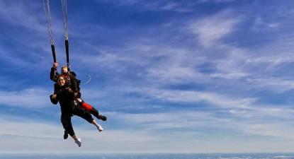 Saut parachute tandem pr s de bourges ni vre 58 - Saut en parachute nevers ...