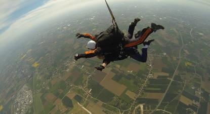 Saut en Parachute Tandem à proximité de Lille