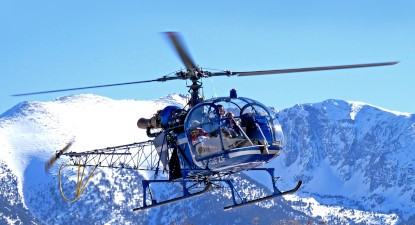 Survol en hélicoptère du Capcir dans les Pyrénnées