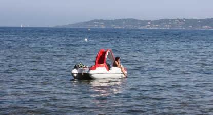 Balade en pédalo sur la plage de la Madrague à Sainte Maxime